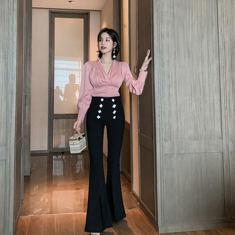 အလှတရားများကိုပေါ်လွင်စေပြီးစွဲဆောင်မှုအကောင်းဆုံးအမျိုးသမီးပွဲတက်ဝတ်စုံ