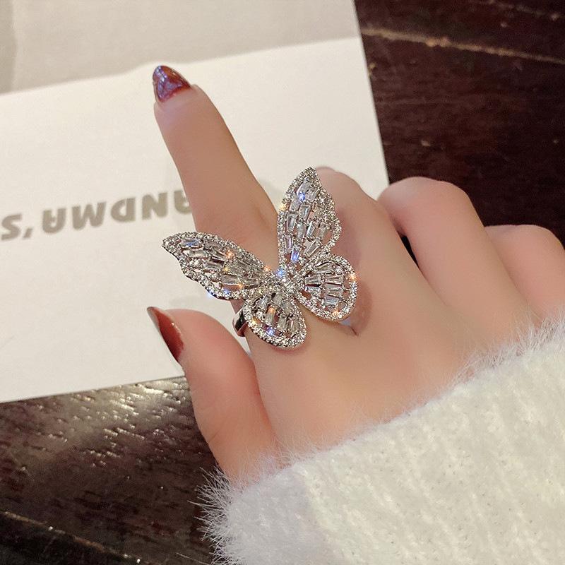 အရမ်းမိုက်တဲ့ Fancy လက်စွပ်လေးများ